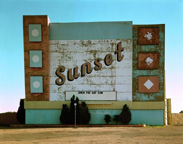 Stephen Shore, Neuvième Avenue Ouest, Amarillo, Texas, 2 octobre 1974, série Uncommon Places. Avec l'aimable autorisation de l'artiste et de la 303 Gallery, New York.